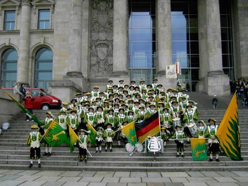 15 Jahre Deutsche Einheit SMZ vor Reichstag 2005 auf Treppe 2